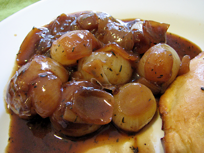 Onions and gravy, deliciously hearty. I felt like a denizen of the North, eating this.